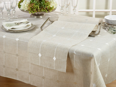 4792 embroidered check runner