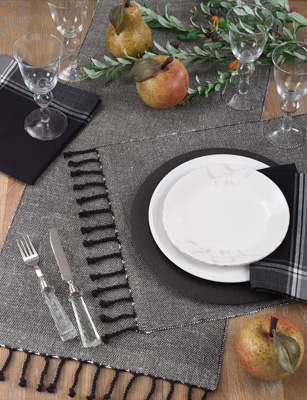 4869 solid tassle placemat