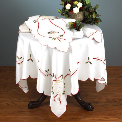 8532 Embroidered Christmas Tablecloth