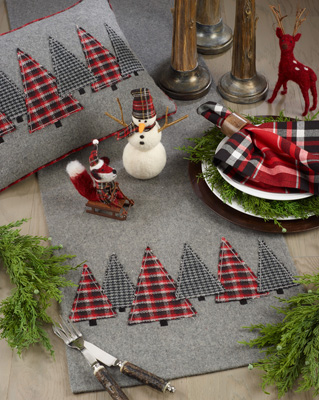 9646 Plaid Christmas Trees Runner