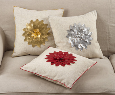 2082 poinsettia pillow
