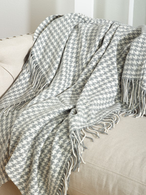 TH026 houndstooth design throw