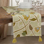7102 Embroidered Floral Runner