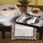 43100 cluny traycloths and placemats