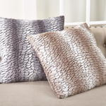 1640 faux fur pillow