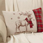 7755 festive reindeer pillow