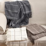 TH027 geometric design throw