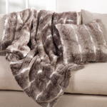 TH143 faux fur throw