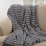 TH488 houndstooth throw