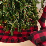 9025R buffalo plaid ruffled tree skirt